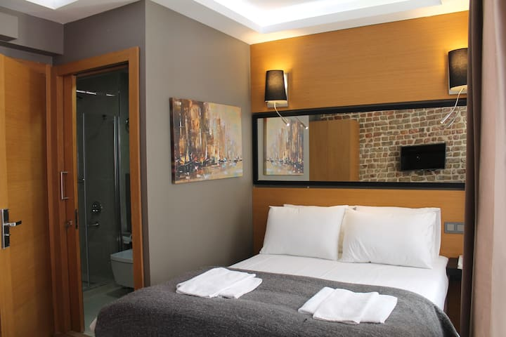 Private Room with Bathroom near Taksim Square #5 - Beyoğlu - Huis