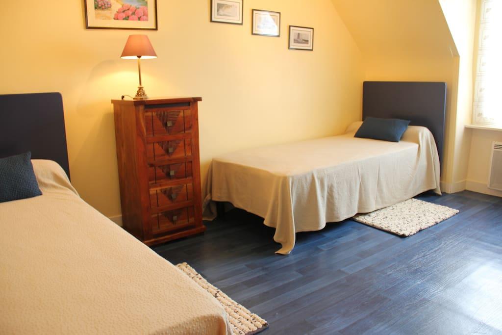 Chambre avec 2 lits de 90X200