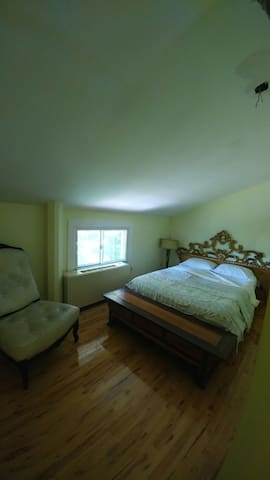 Top Floor Room with Private Bath - Riverdale - Casa