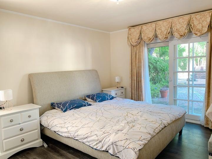 Beautiful House Master Room with big yard & pool
