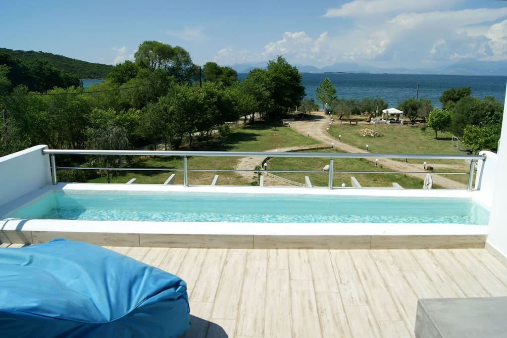 View from the veranda at the upper level Private swimming pludge - Θέα από την ιδιωτική βεράντα στον πρώτο όροφο Μικρή ιδιωτική πισίνα