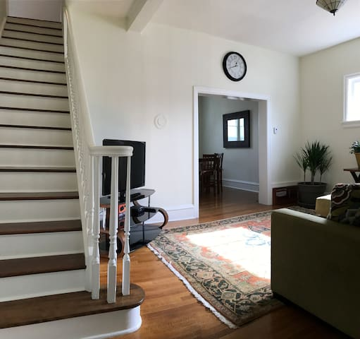 Charming 1 Bedroom Uptown Butte - Butte - House