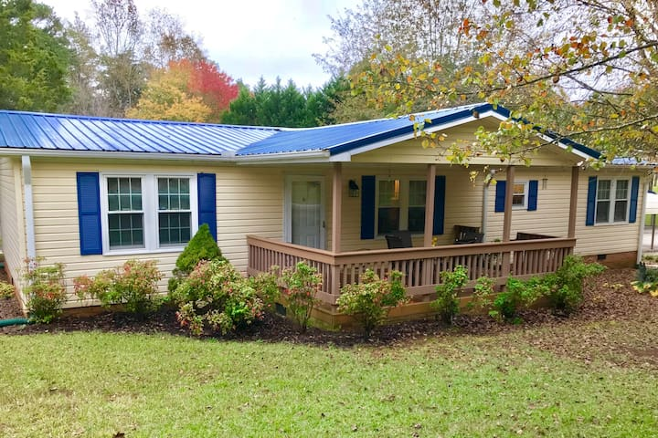 Cozy Lake House 5 Miles from Clemson!
