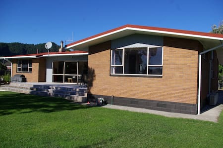 Comfortable home in quiet location close to town. - Whakatane - Haus