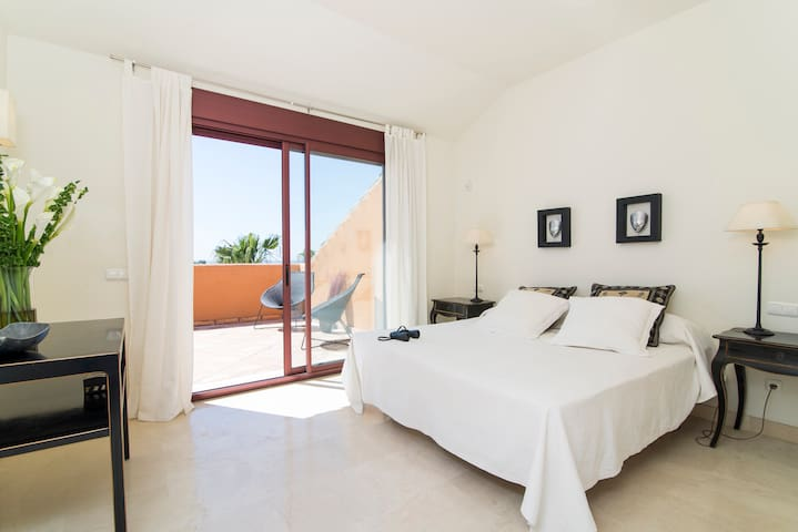 Master bedroom with ensuite bathroom and access to the terrace with jacuzzi. 180 x 200cm king size bed.