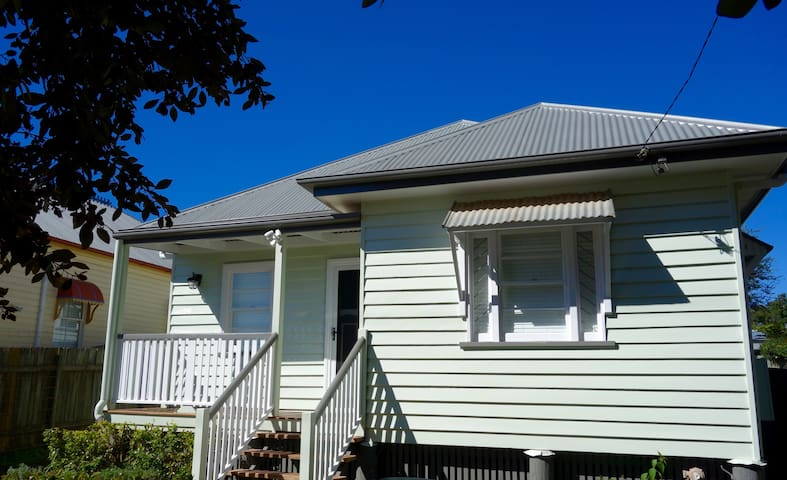 Keeler Cottage - Beautiful Home Fantastic Location - East Toowoomba - House