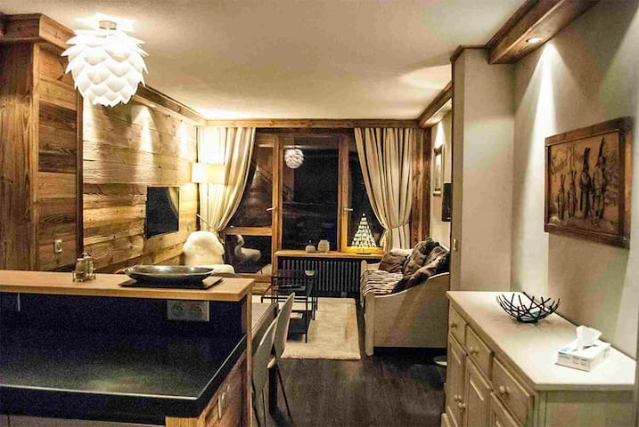 Tignes luxury one bedroom apartment ideal for 4 people in great  location Val Claret near snowfront