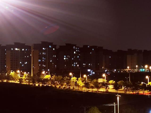 上海欢乐谷,玛雅海滩水公园,佘山国家森林公园,辰山植物园,深坑酒店松江大学城东方绿舟音乐节一居带阳台