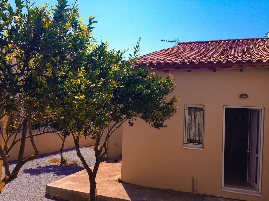 The house was built in 1934 and renovated since then.the garden is private and has it's own garage space,a beautiful lemon tree and two orange trees ,you can grab your orange or lemon in an instant.