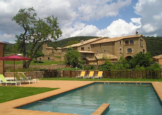 Magnifica casa rural con piscina en el Pirineo - Lladurs - Dom