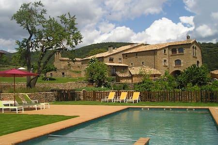 Magnifica casa rural con piscina en el Pirineo - Lladurs - House