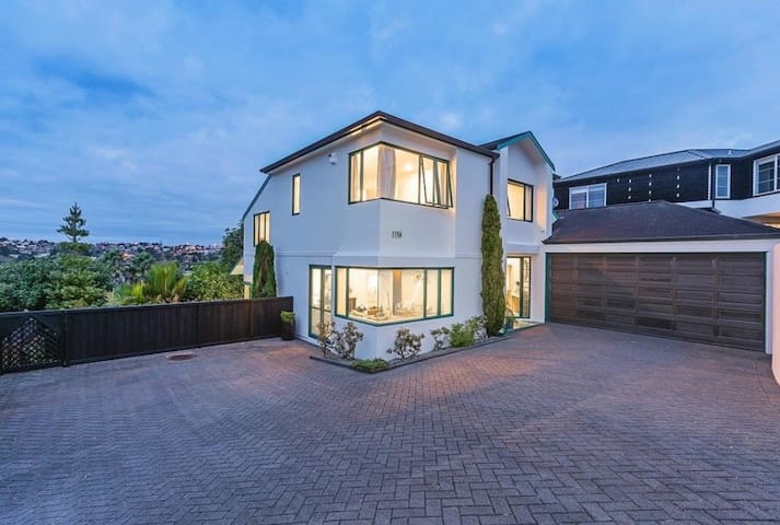 Light and spacious family home in Remuera