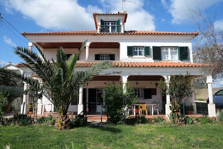 Casa na zona da Ilha do Lombo