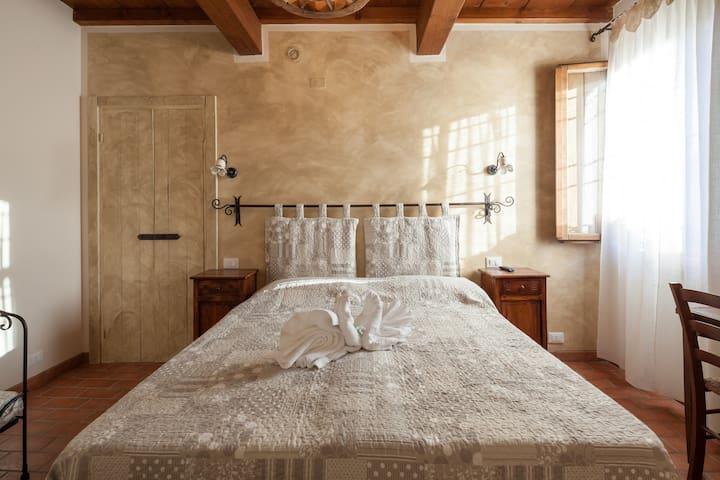 B&B LA CASA DELLE RONDINI - LOTO - Roncoferraro - Bed & Breakfast