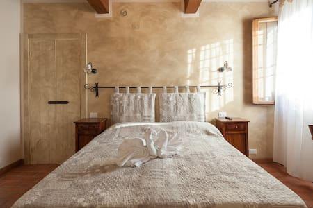 B&B LA CASA DELLE RONDINI - LOTO - Bed & Breakfast