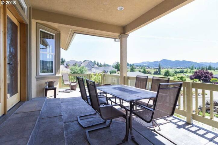 Beautiful Home -the heart of Oregon's wine country