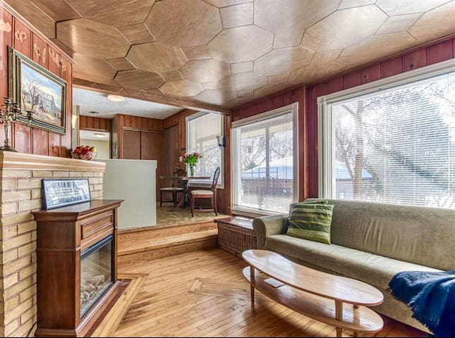 Cute 1 bedroom apartment close to downtown & bell