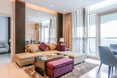 Deluxe apartment across Dubai Mall