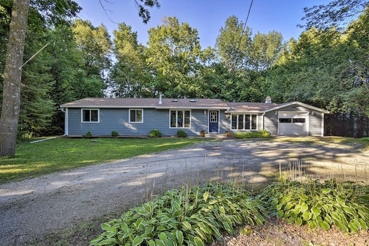 Sister Bay Home w/ Fire Pit, Walk to Beach & Town!