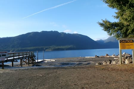 Lake Cushman View Home near Staircase - Casa