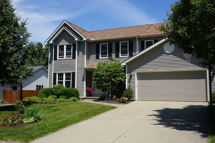 Spacious 5 Bedroom Home Rental For the RNC - Strongsville - Casa