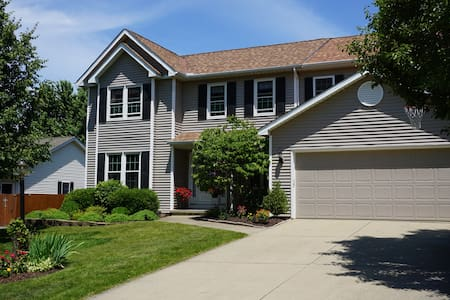 Spacious 5 Bedroom Home Rental For the RNC - Strongsville - Haus