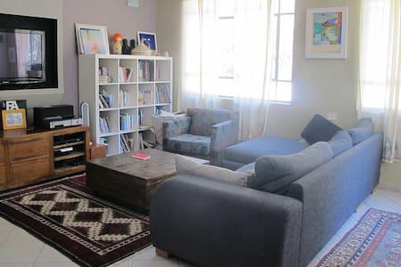 quiet & cozy place near the beach - Herzliya - Apartamento
