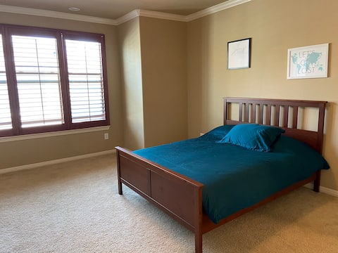 Large Room w/ Ensuite Bathroom in Heart of Austin!