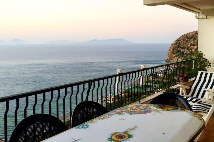Casa sul mare con vista mozzafiato