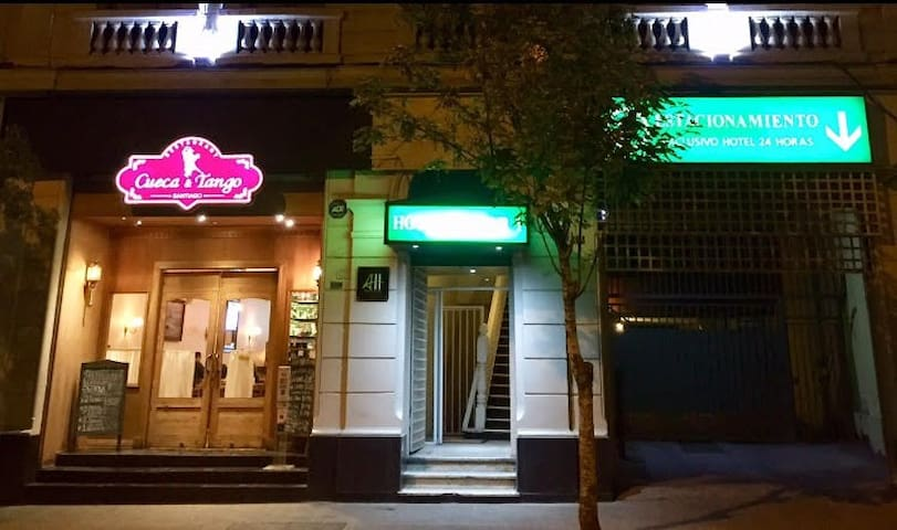 -35% solo para Airbnb, Room in Hotel matrimonial