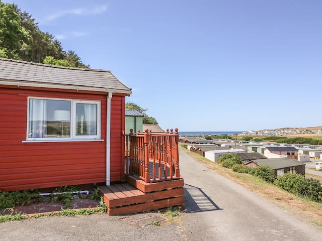 NO 7, pet friendly, with pool in Aberystwyth, Ref 993437