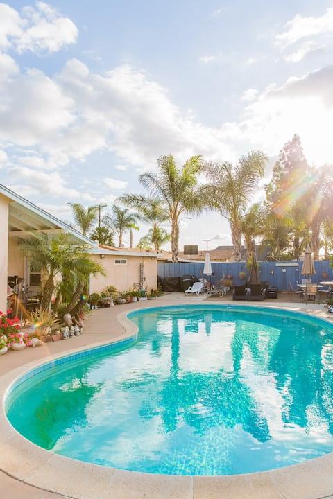 Palmeras Family Home w/ Pool