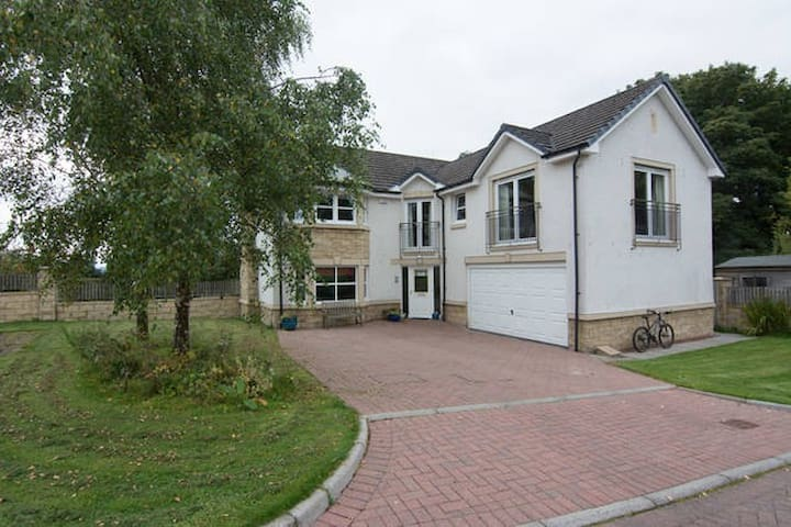 Bright spacious modern home - Balfron - House