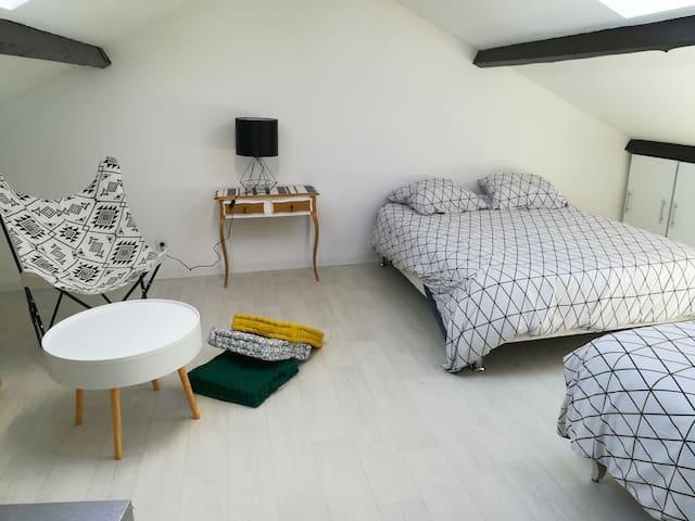 Chambre très agréable sous combles de 35m2