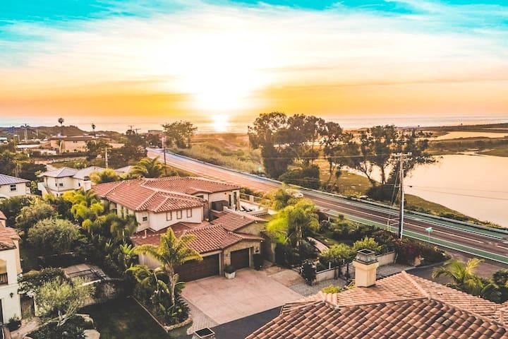 6BR Beachside Estate w/ Majestic Ocean Views ❤ Grandview by AvantStay