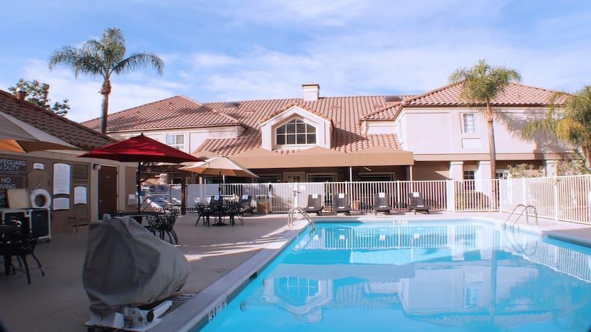 Outdoor Pool + Free Daily Breakfast | San Fernando Valley Suite