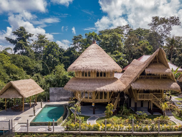 Circular Shaped Unique Bamboo Villa in Ubud