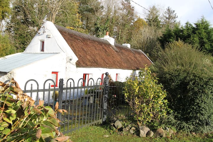 Thatched Cottage with Hot tub, - Cordal - Hus