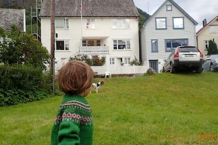 Hus i Undredal - House