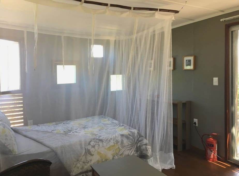 RETREAT 2 WITH LUXURY MOSQUITO NET
