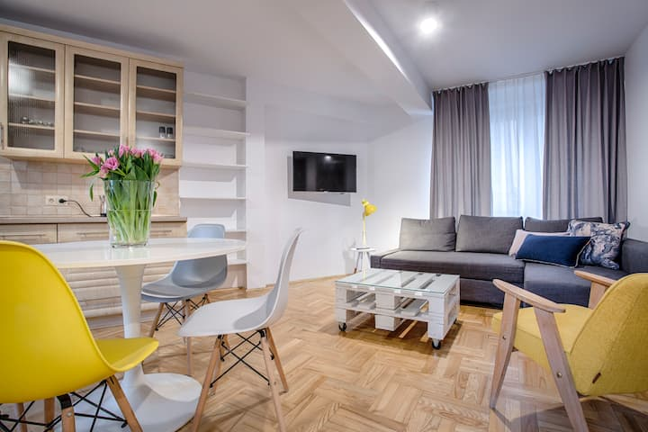 Cute & Sunny Family Apartment by Tyzenhauz