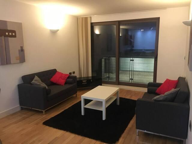 Modern Double Bedroom with en suite in City Centre