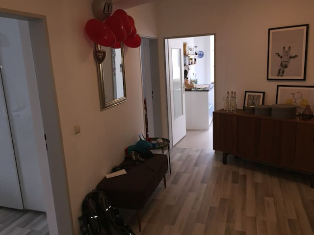 Hallway area (1/2)