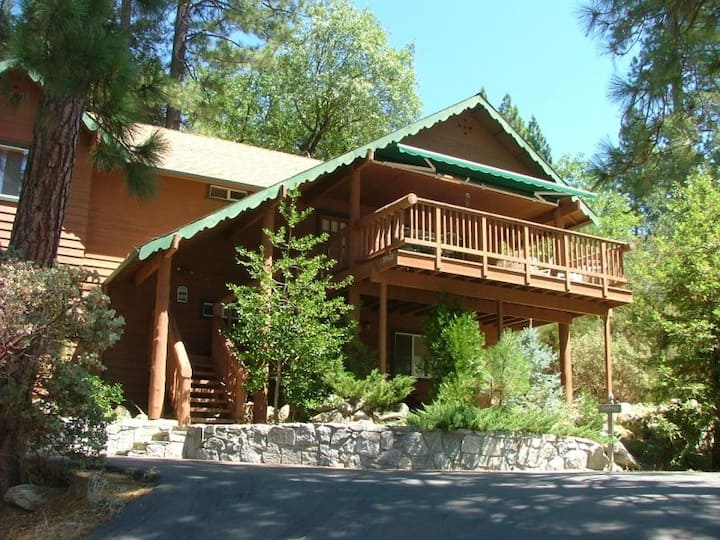 Spacious Home located near the Pine Village - Near Yosemite National Park