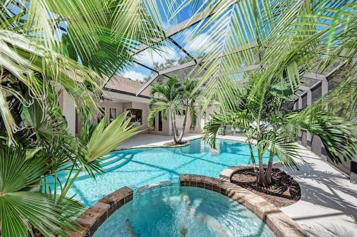 Exquisite modern home with pool - 10 min to beach