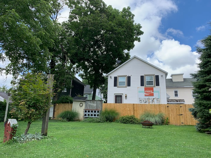 Carriage House w/in Lititz, PA walking district
