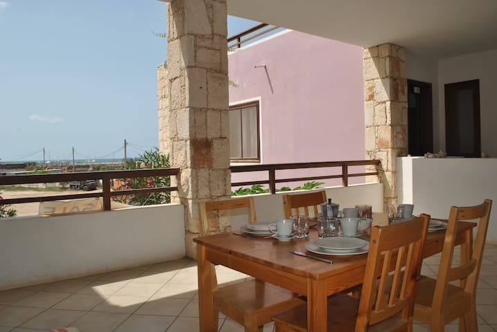 Apartment at the beach with beautiful sea view!