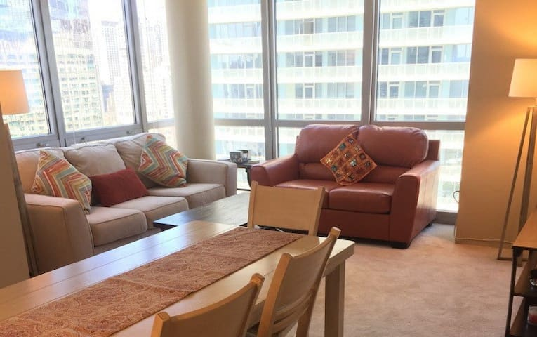 Downtown - Luxurious 2 Bedroom apartment