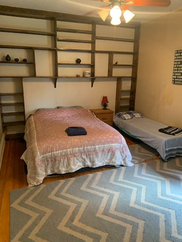 Large room for rent close to Downtown Denver