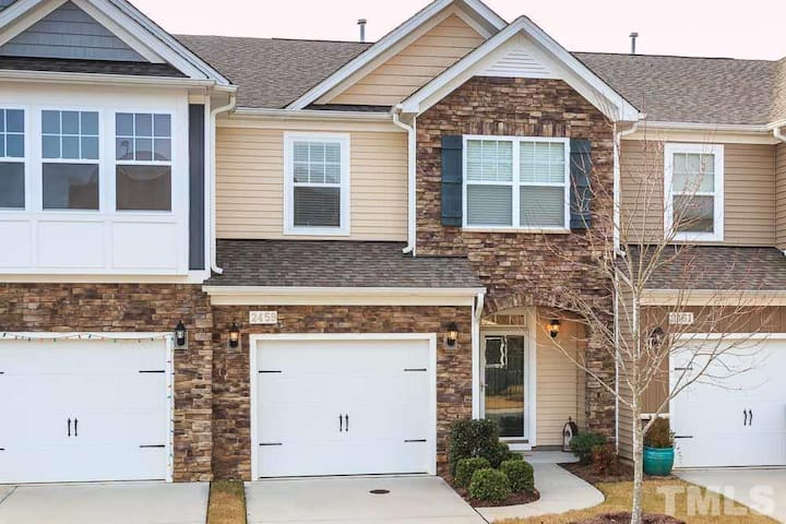 Luxurious & private, close to downtown & NC State